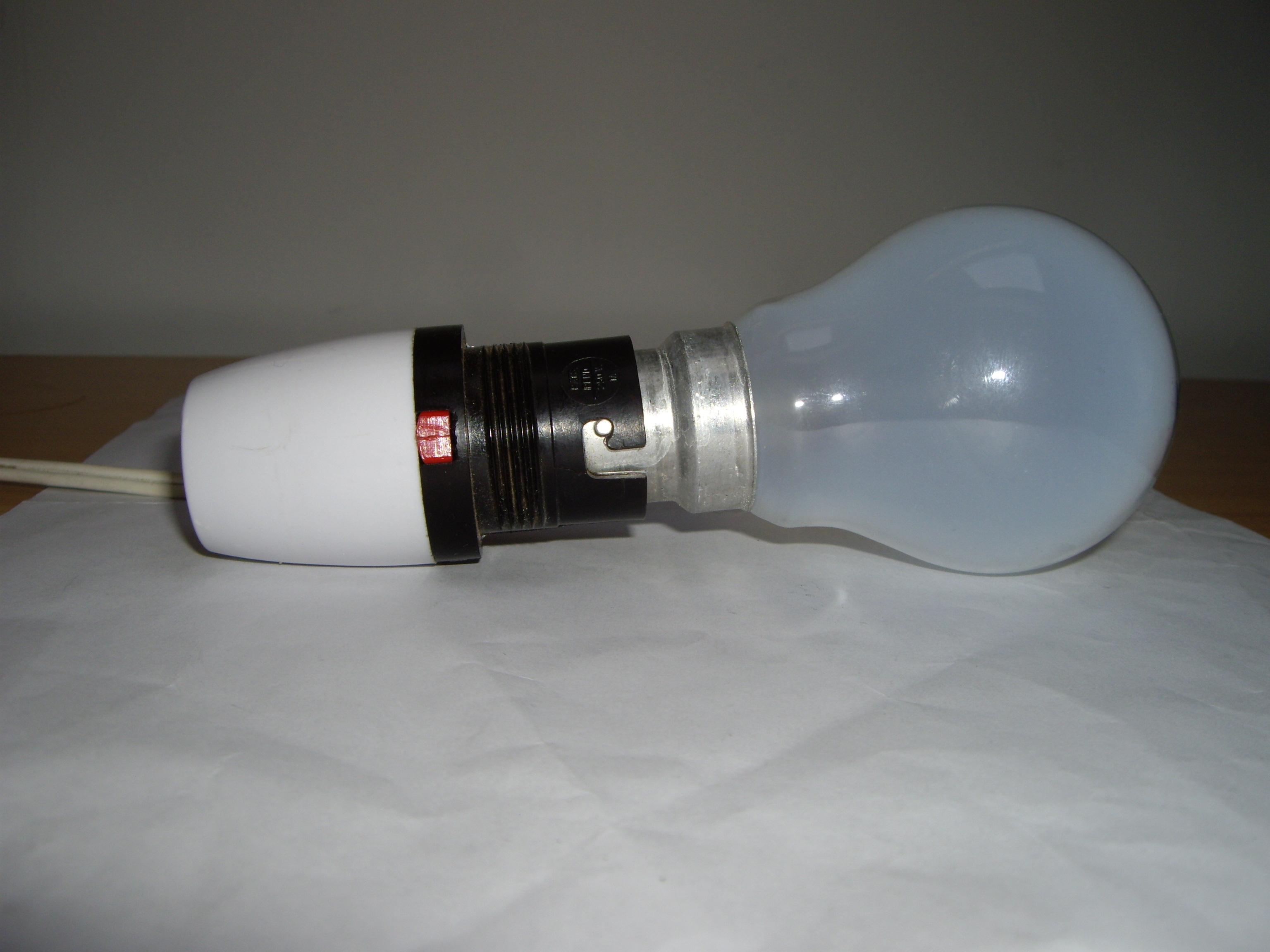 File:Bayonet lightbulb in socket.jpg - Wikimedia Commons