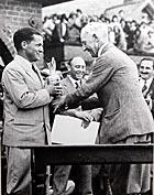 Bobby Jones wins British Open in 1930