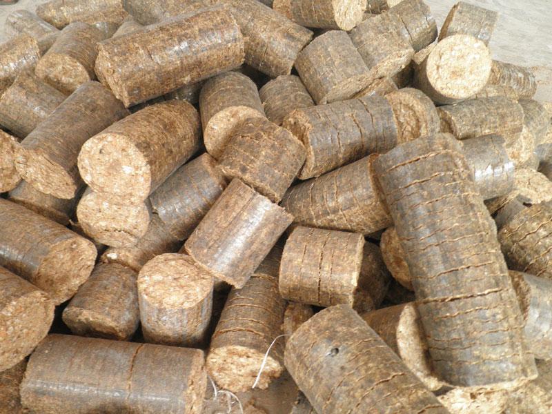 File:Briquettes 1.jpg - Wikimedia Commons