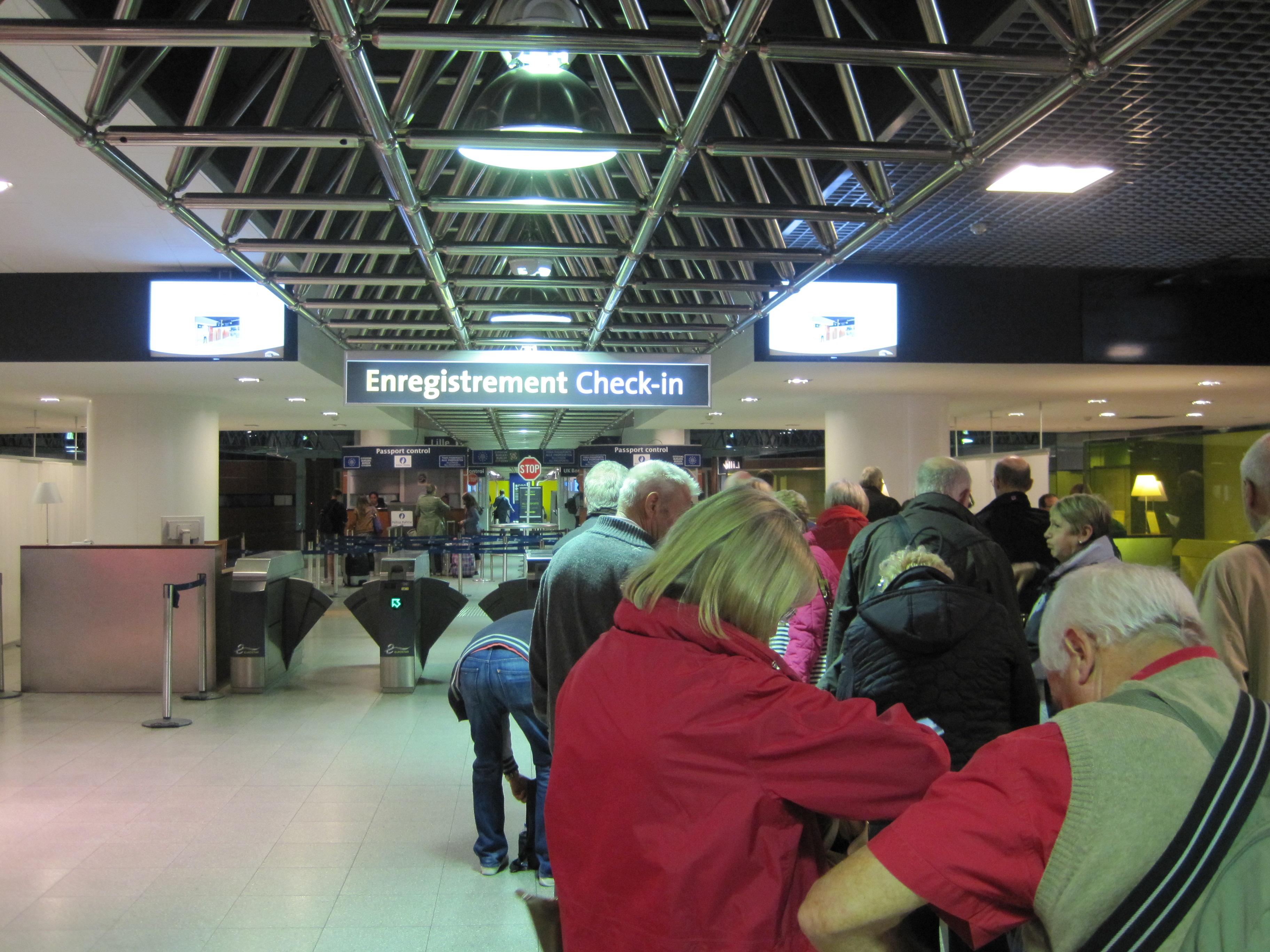 File:Bruxelles-Midi-Eurostar-Check-in-and-Passport-Control01