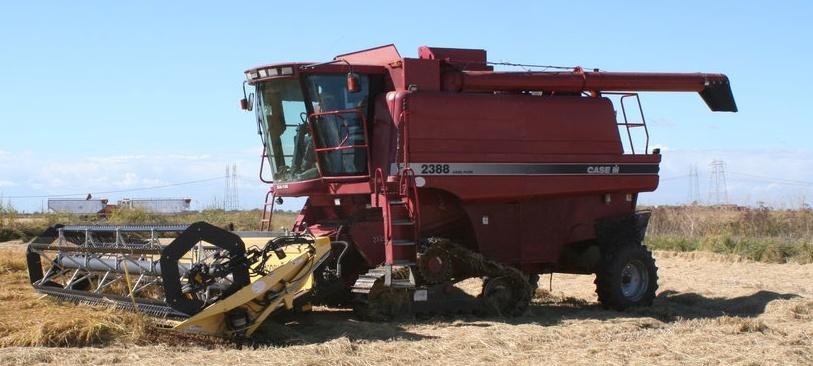 File:CASE combine harvester jpg - Wikimedia Commons
