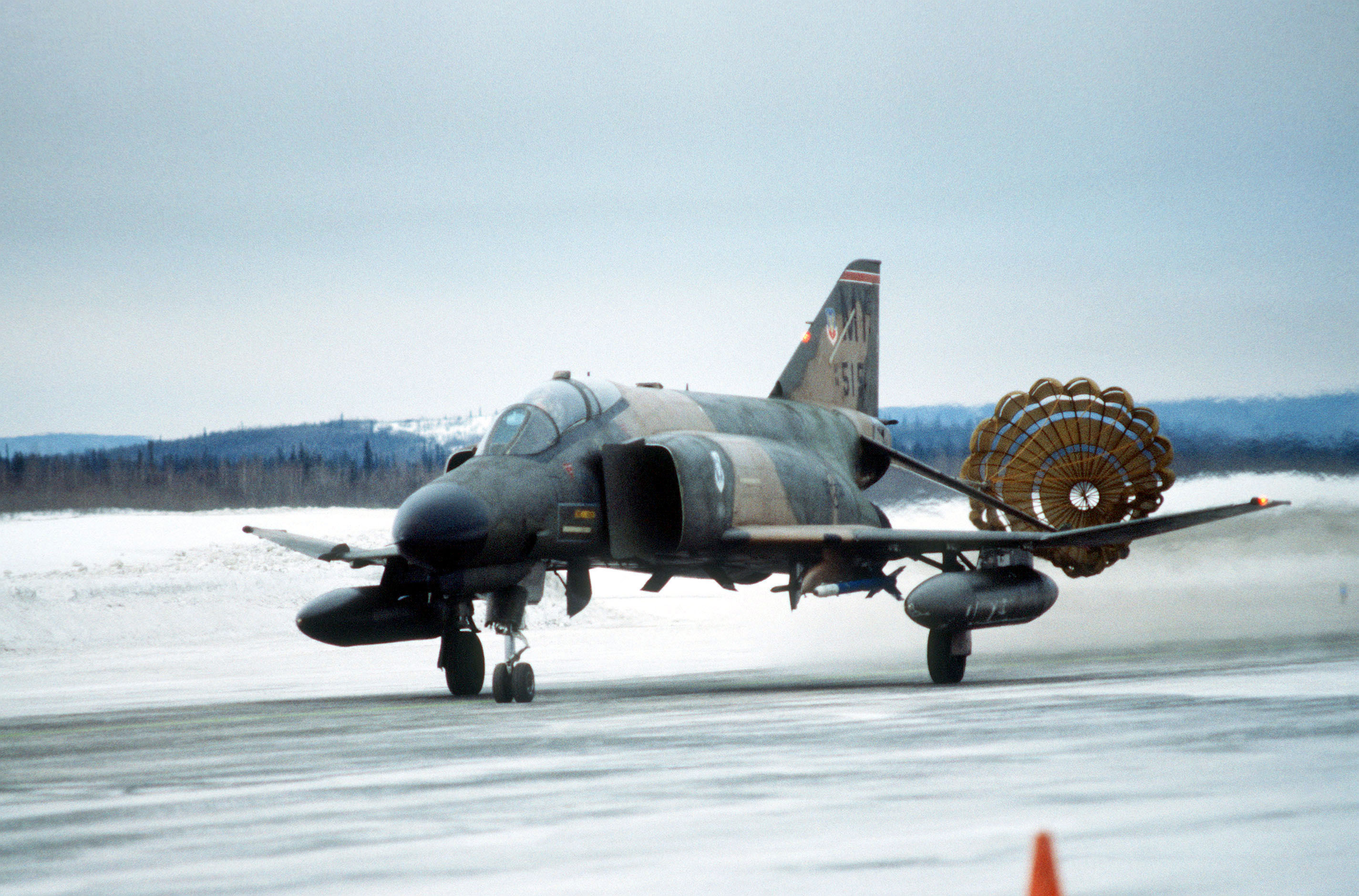 File:F-4 Phantom land with parachute.JPEG - Wikimedia Commons