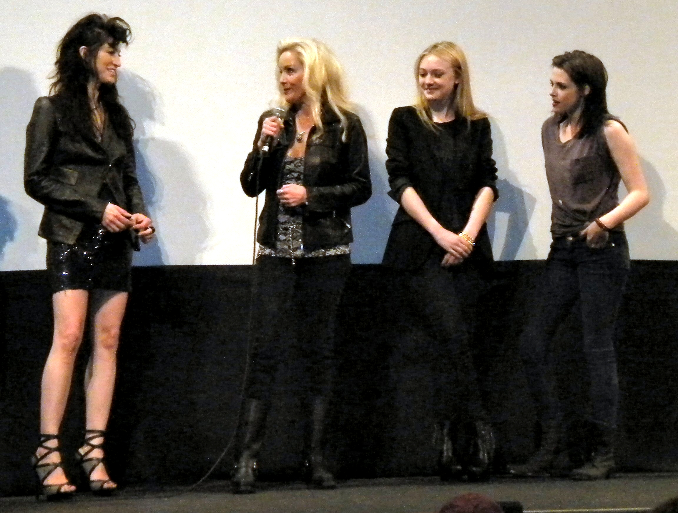 File floria sigismondi cherie currie dakota fanning and for The stewarts