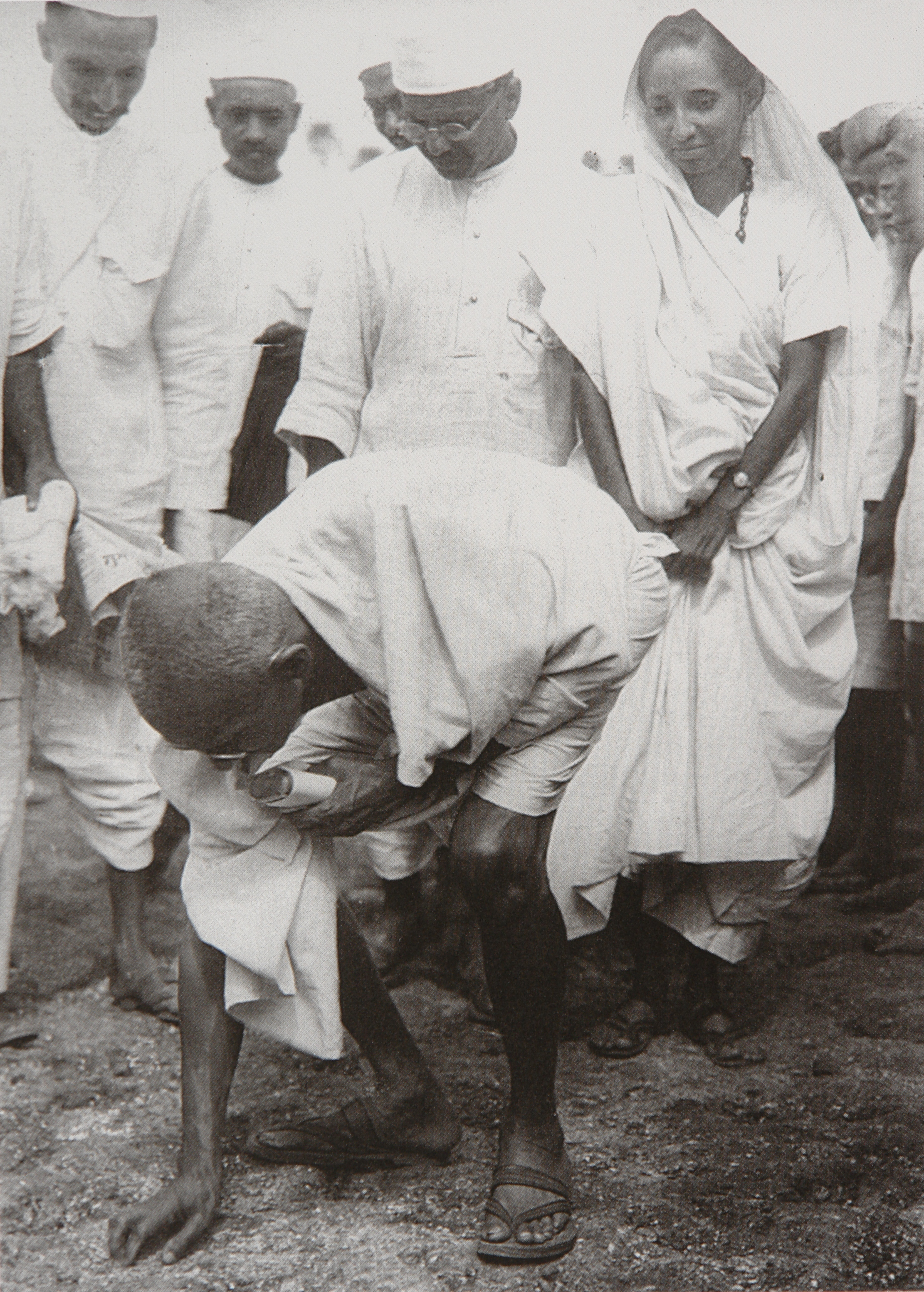 dandi march The salt march, also known as the dandi march or the salt sastyagraha, began on march 12, 1930, near gandhi's religious retreat in sabarmati ashram.