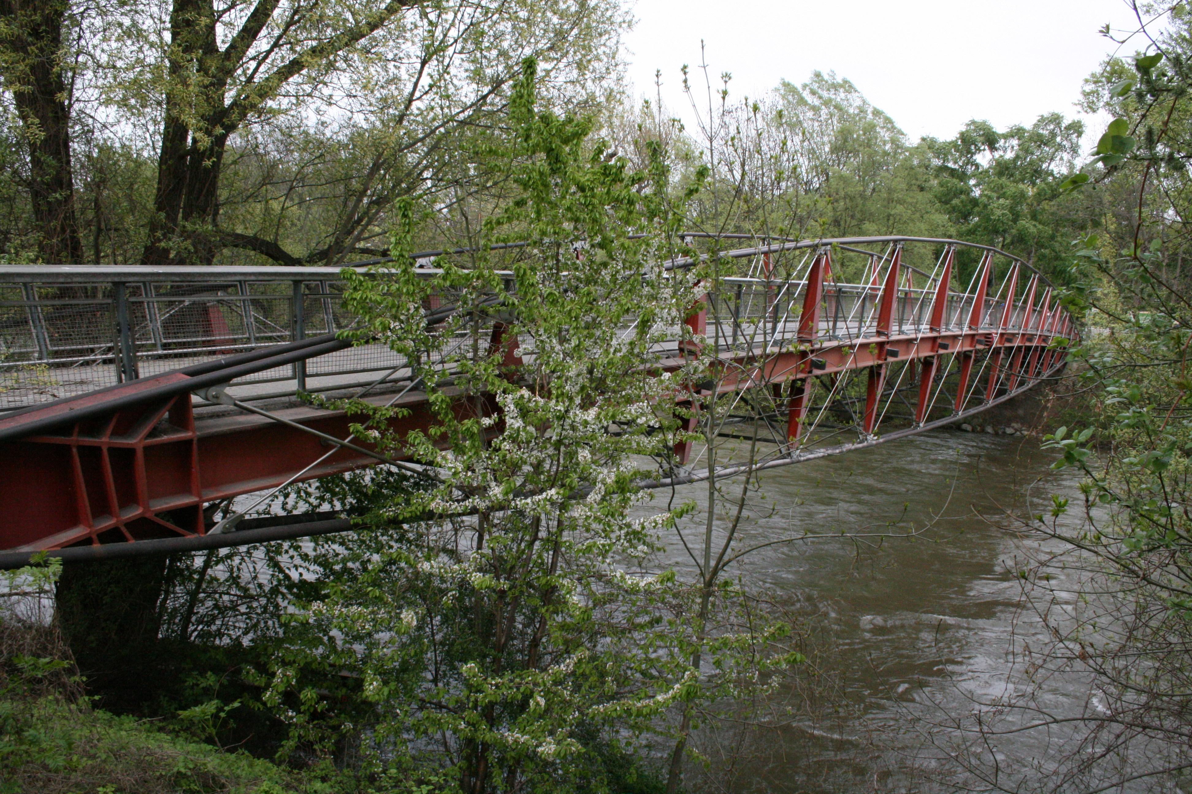 Der Augartensteg, eine Fußgänger- und Radfahrerbrücke