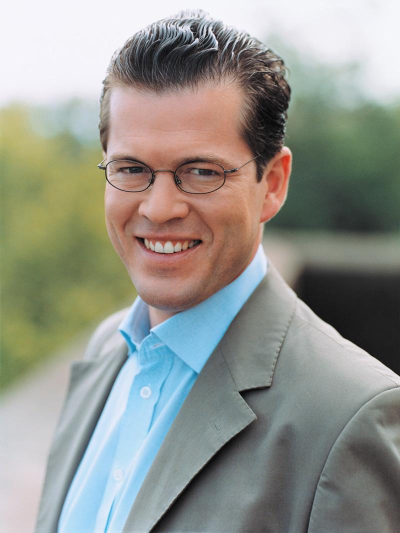 """freiherr zu guttenberg dissertation """"karl theodor zu guttenberg hat für seine doktorarbeit abgeschrieben, und zwar im großen stil als die dissertation eingereicht wurde, 2006."""