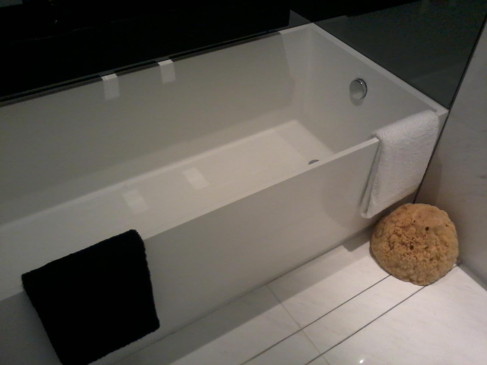 File hk central ifc 21th floor double cove show flat bathroom interior bathtub oct 2012 jpg