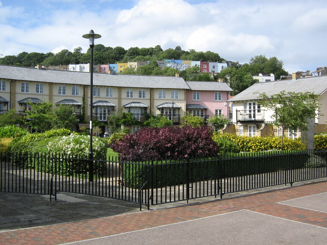 File:Harbourside homes and garden - geograph.org.uk - 863532.jpg