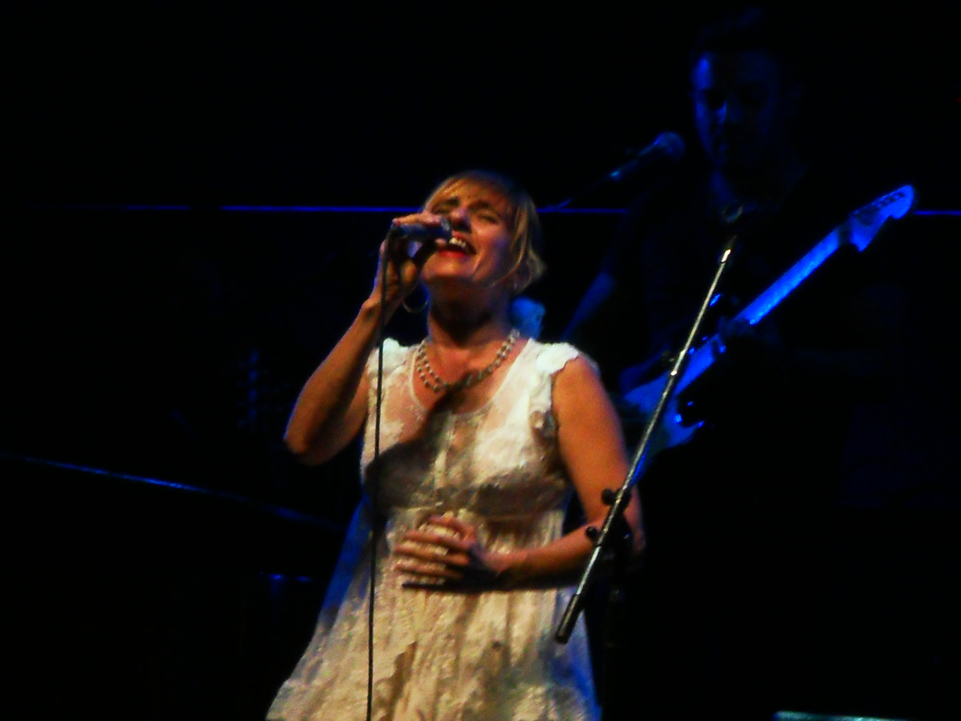 Hilda Lizarazu cantando en un recital en la Ciudad de Mendoza, el 15 de diciembre de 2013.