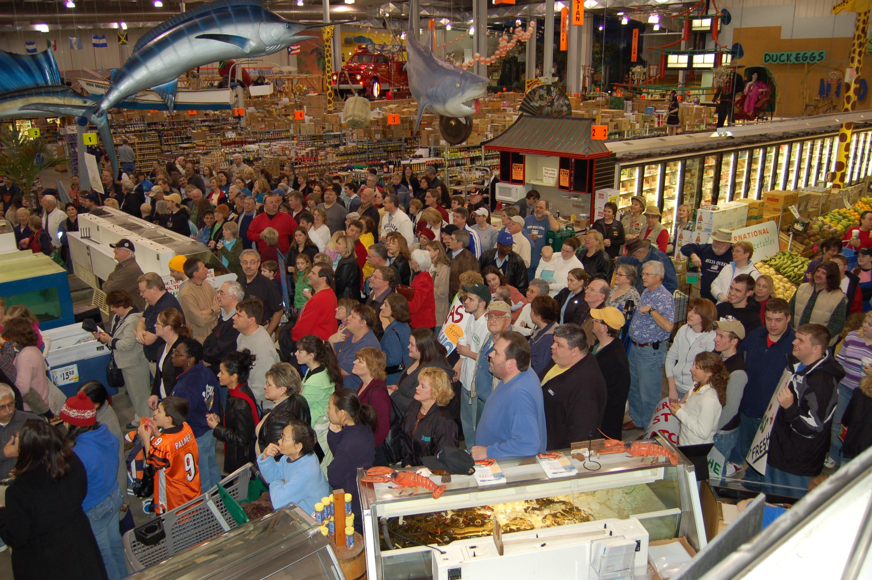 Jungle jim 39 s international market wikiwand for Fish market cincinnati