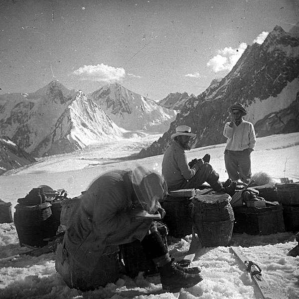 File:K2 base camp 1902.jpg