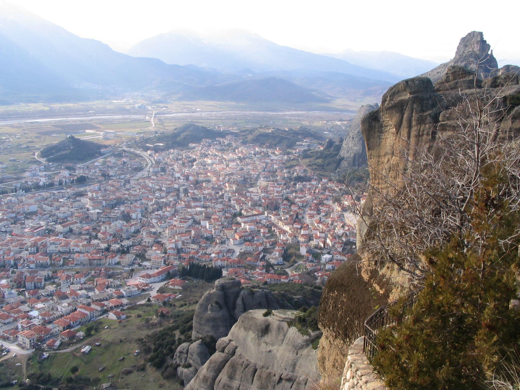 File:Kalambaka from Meteora.jpg - Wikimedia Commons