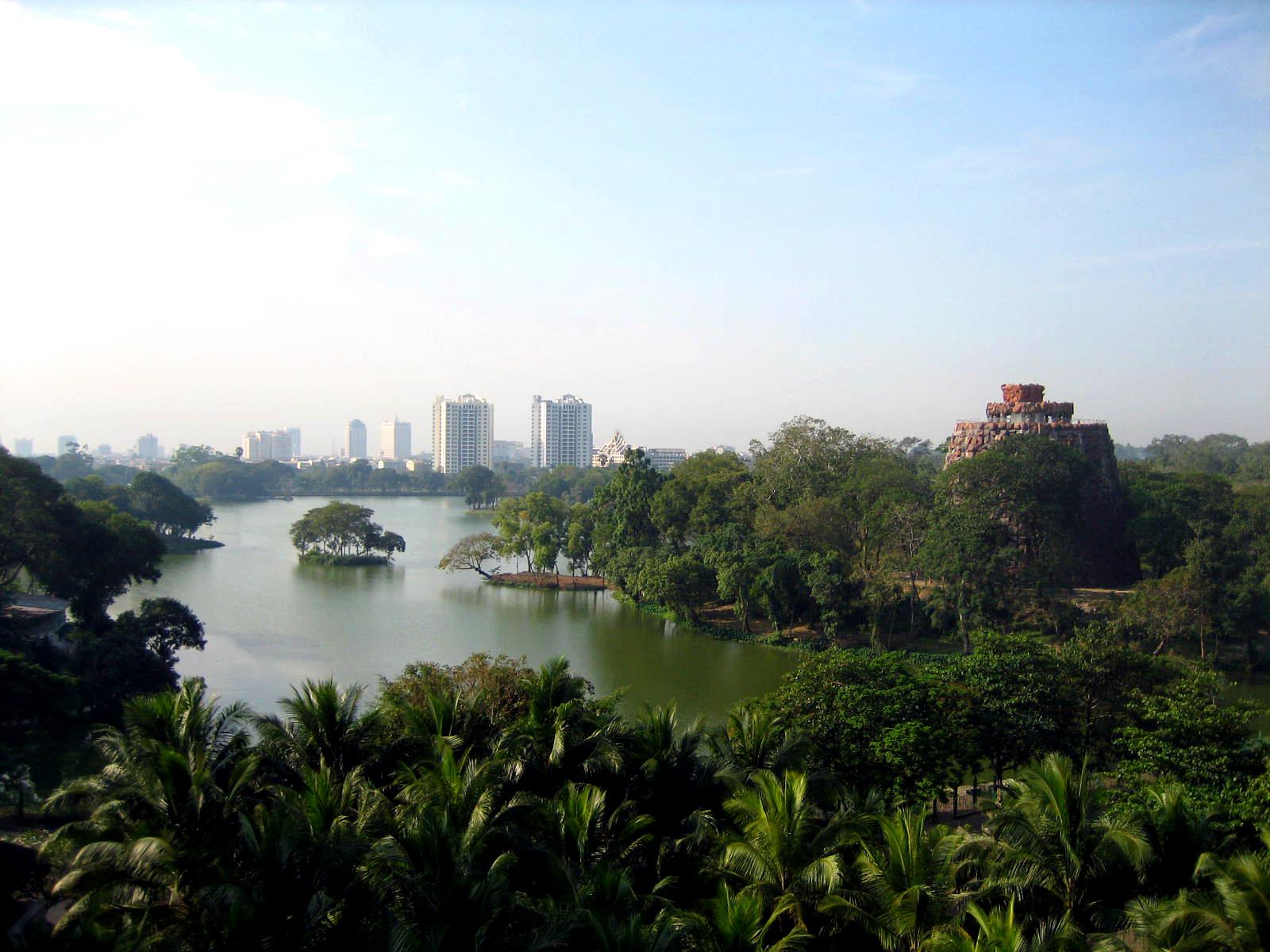 File:Kandawgyi Lake, Yangon.jpg - Wikimedia Commons