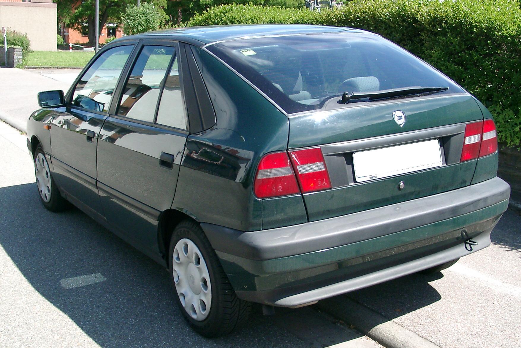 https://upload.wikimedia.org/wikipedia/commons/1/1c/Lancia_Delta_rear_20070520.jpg