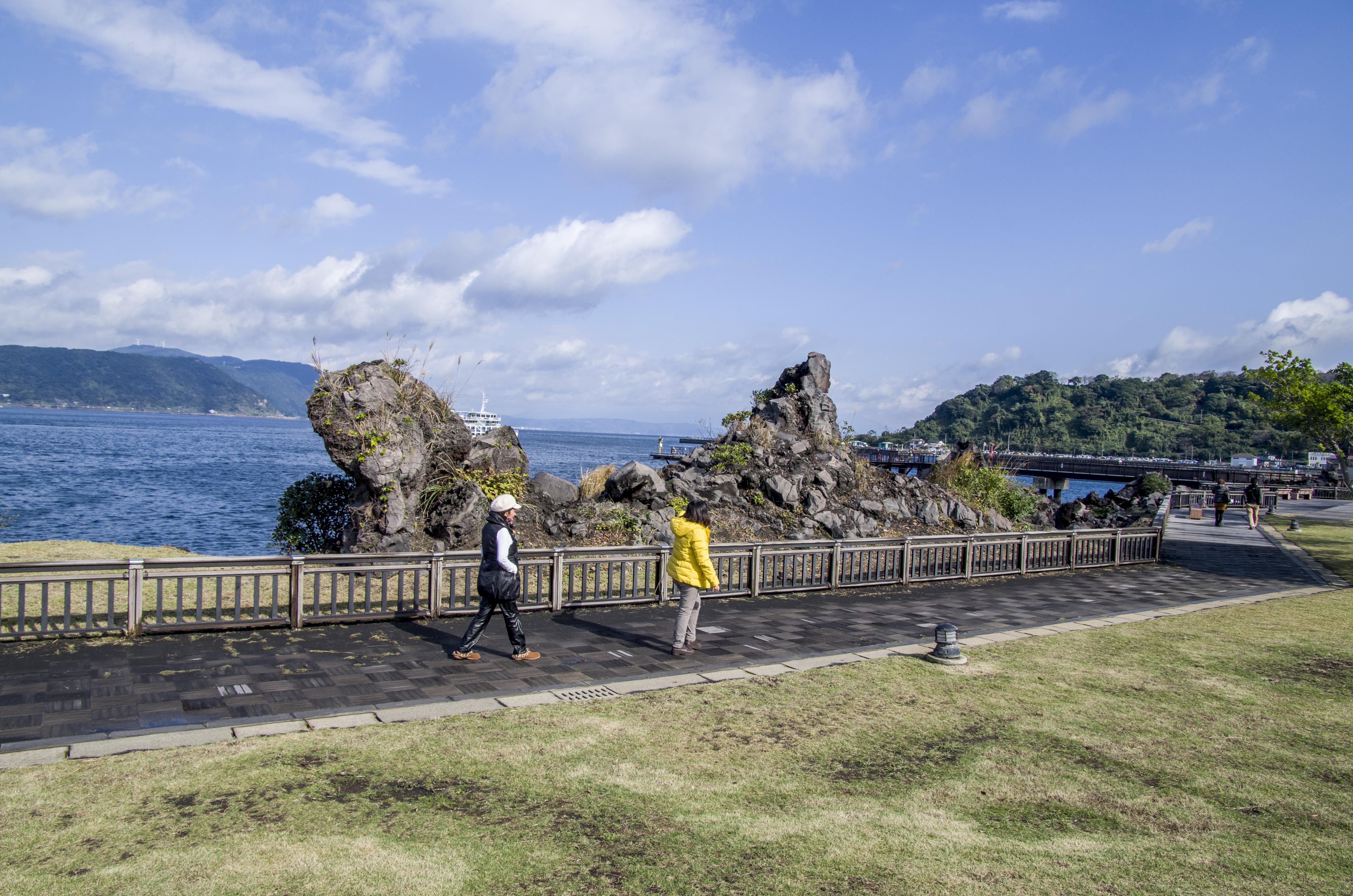 File:Lawa rocks near coast - panoramio.jpg
