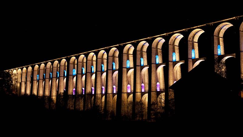 Depuis le 8 juin 2012, le viaduc de Chaumont bénéficie d'un programme de mise en lumières.