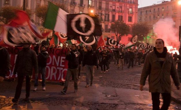 Manifestación por la economía nacional, donde se ve a Casa Pound. Autor: Casatonante, 03/09/2012. Fuente:Wikimedia Commons(CC BY-SA 3.0.)