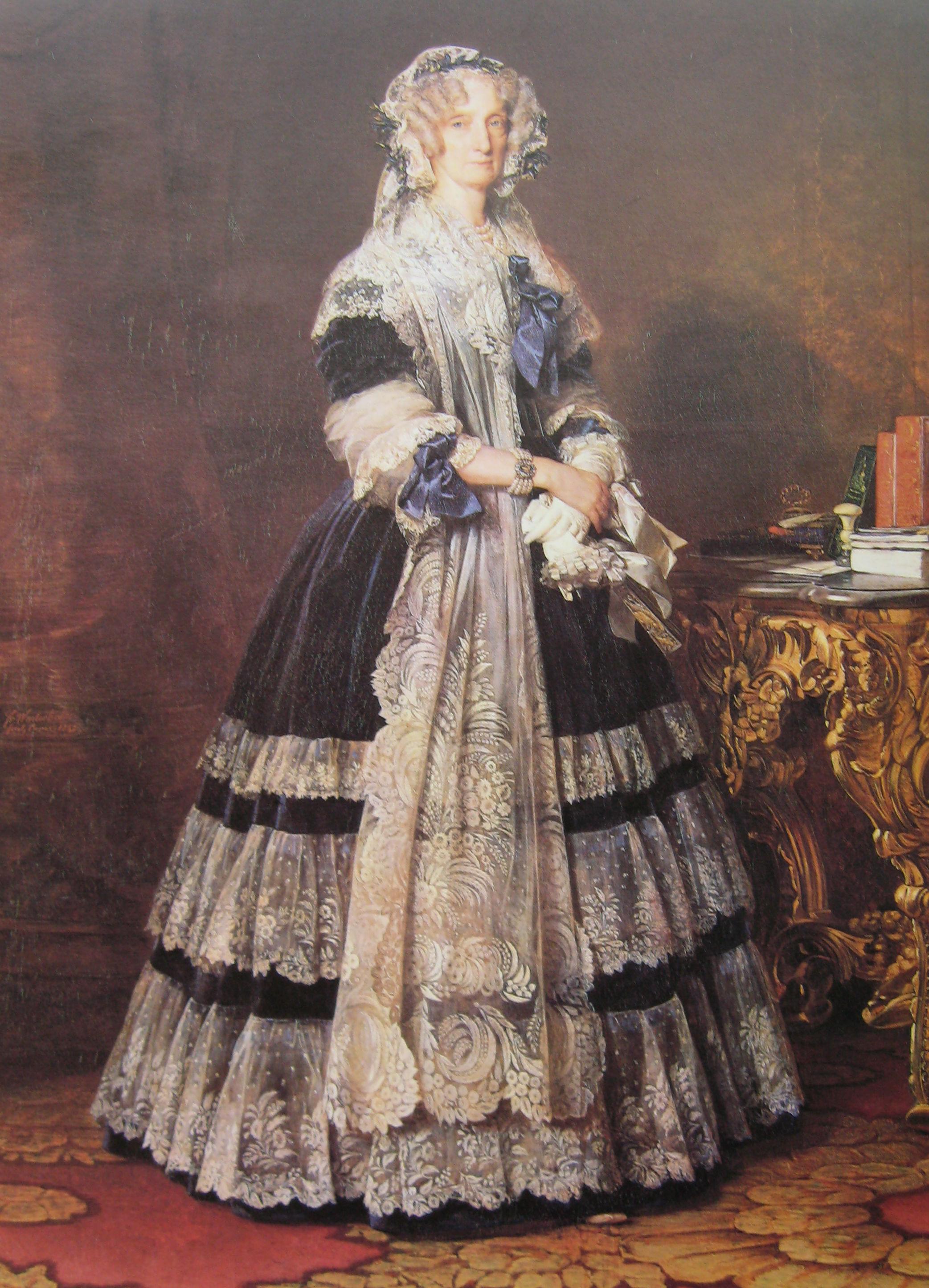 マリー・アメリー・ド・ブルボン(1782年 , 1866年)  ルイ・フィリップの妃絹のブロンドレースの衣装を着ている。1840年の典型的な白い花のデザイン。