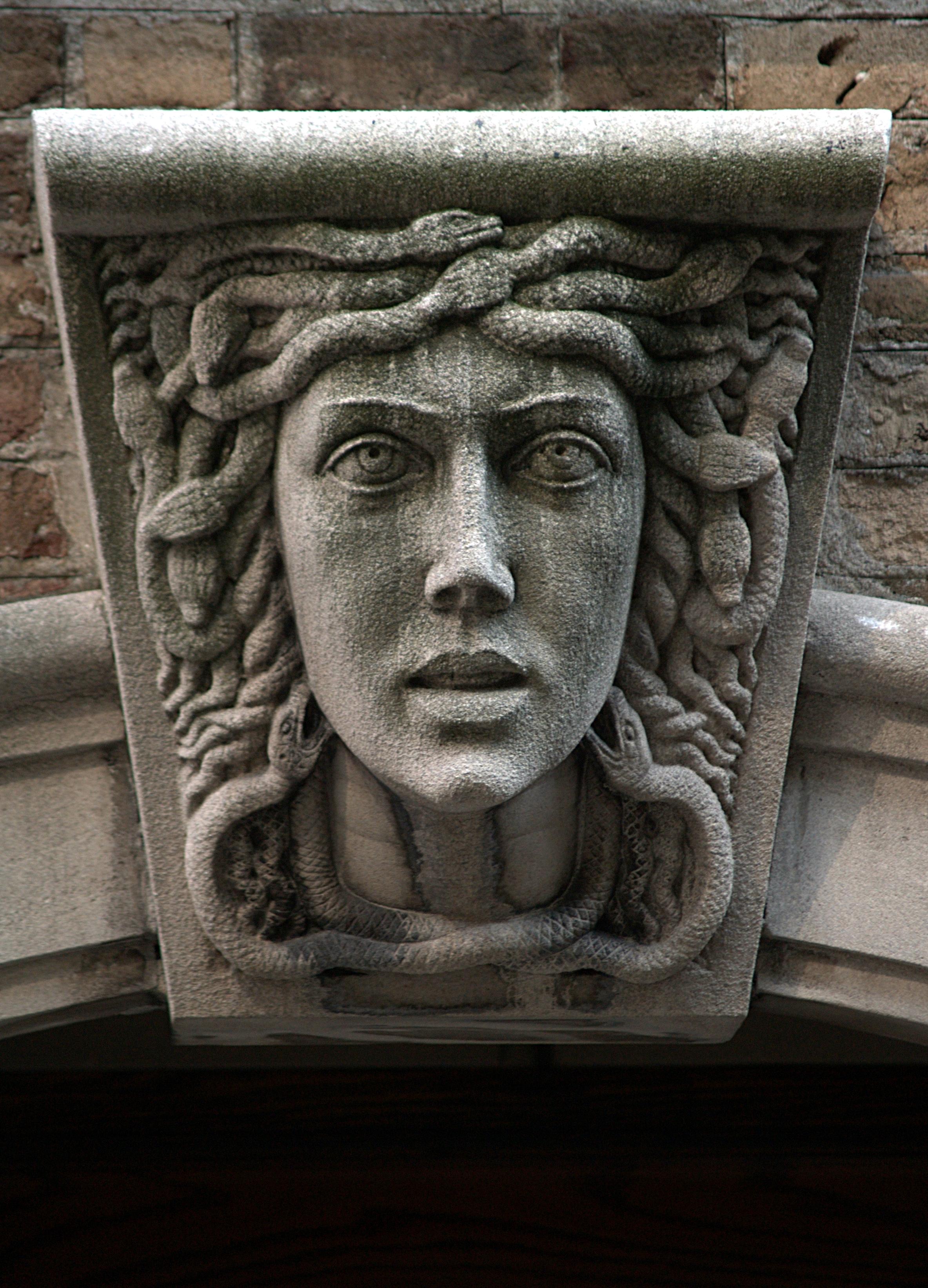 File:Medusa Mascaron (New York, NY).jpg - Wikimedia Commons
