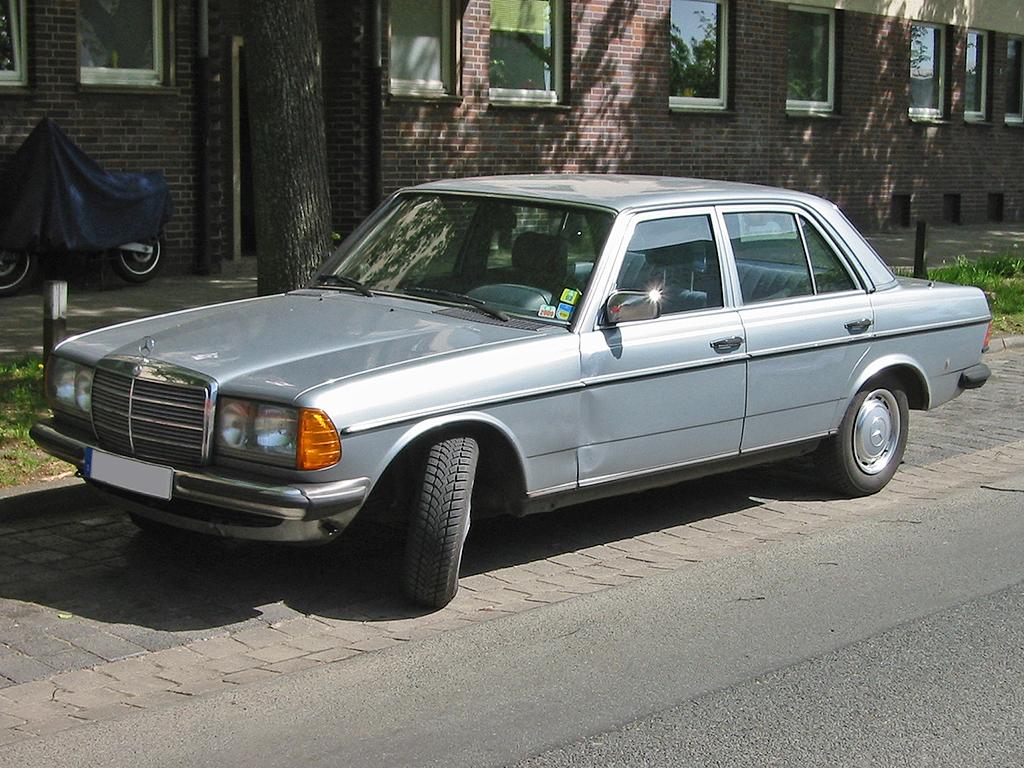 File:Mercedes W123 2 v sst.jpg - Wikimedia Commons