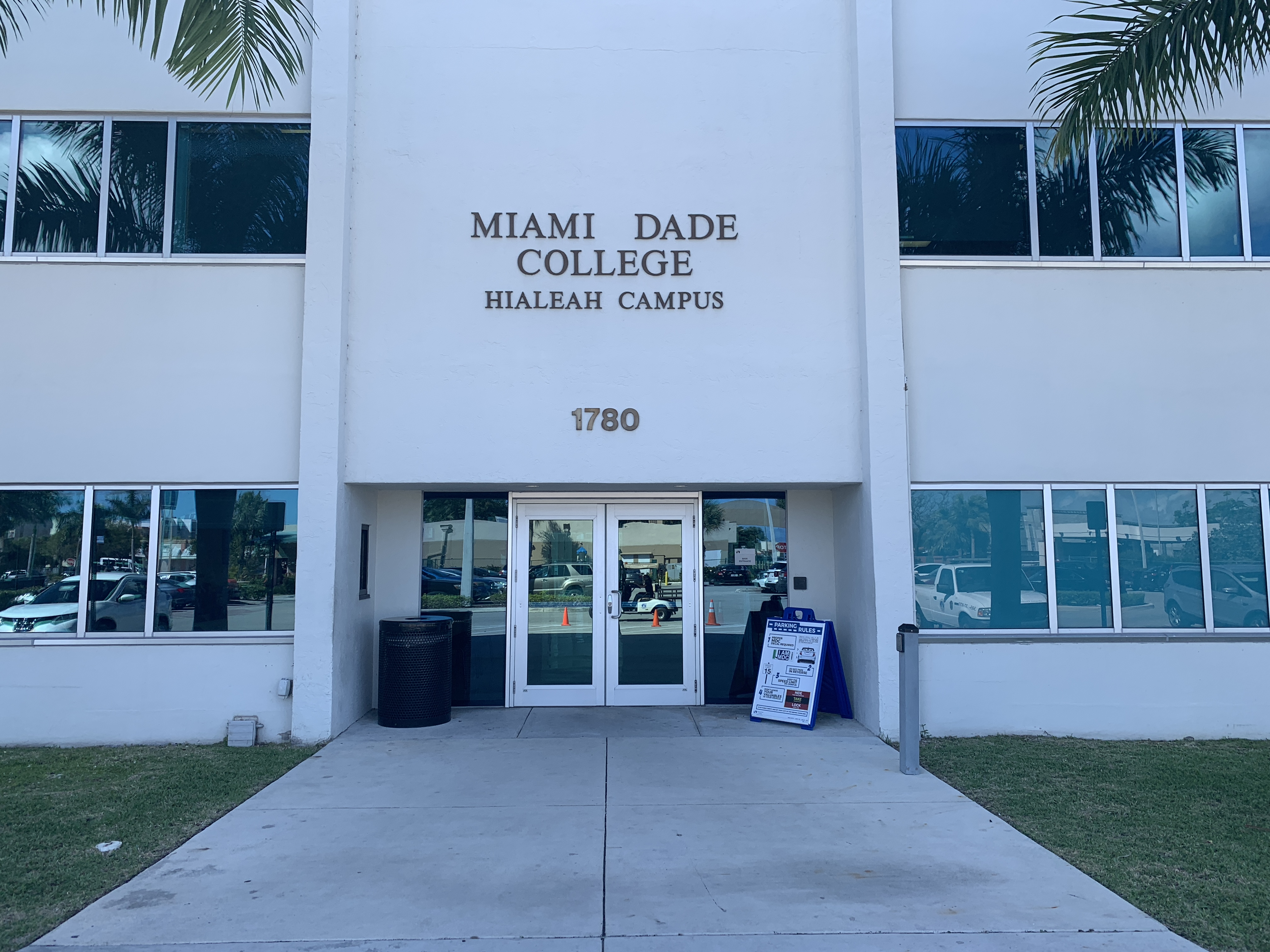 File:Miami Dade College Campus entrance .jpg - Wikimedia Commons