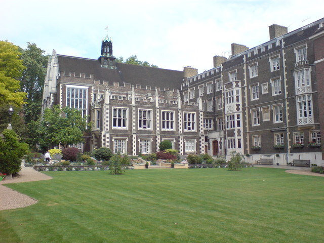 File:Middle Temple Gardens, London.jpg - Wikimedia Commons