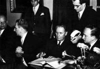 Nahum Goldmann signing the Reparations Treaty with Germany