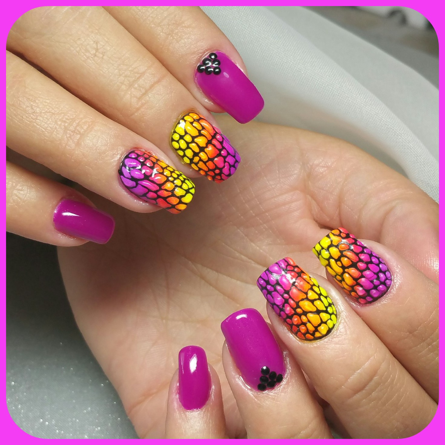File:Neon Nails.jpg - Wikimedia Commons