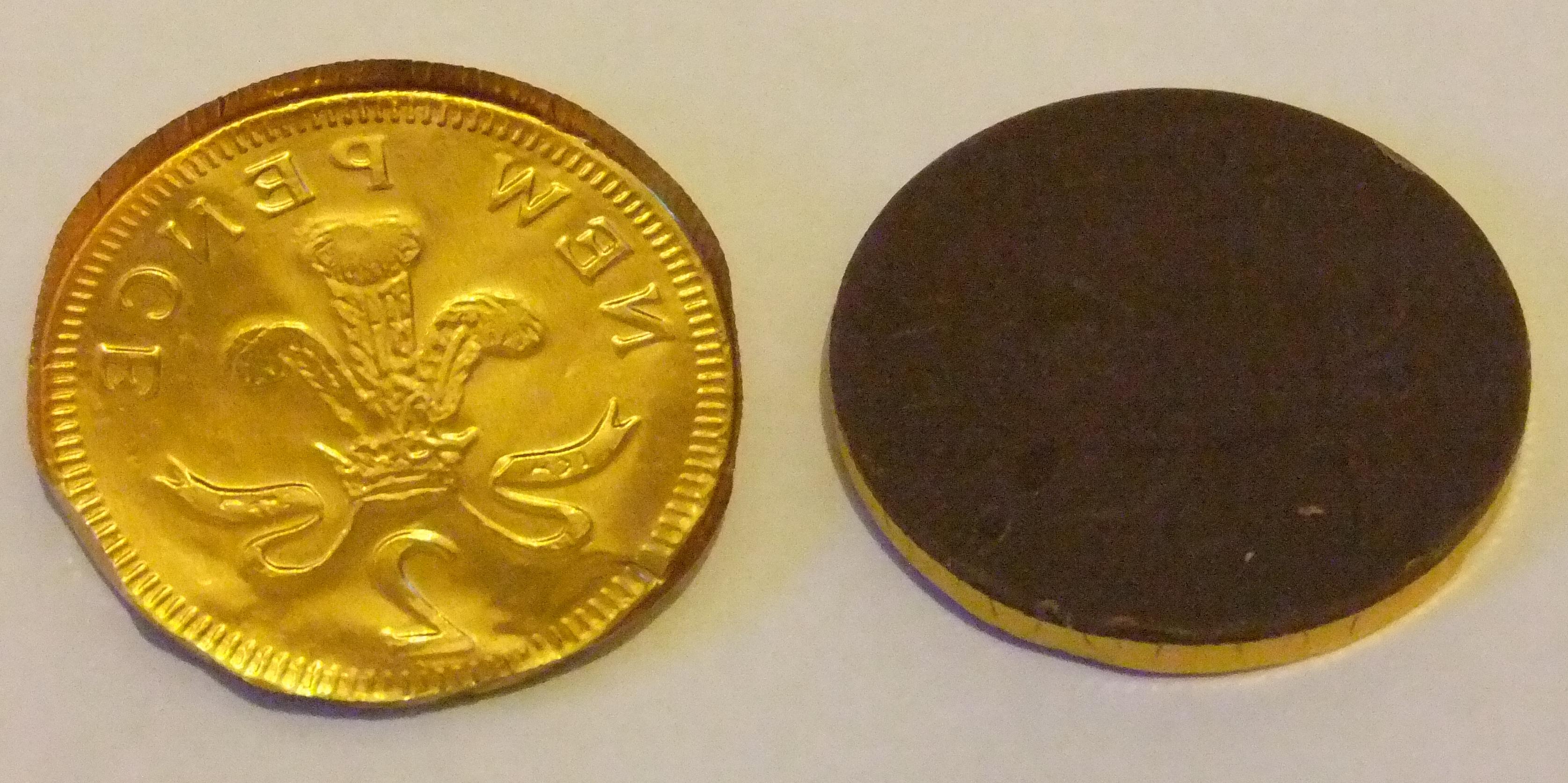File:Northern Rail Christmas chocolate coins (5) (16225285165).jpg ...