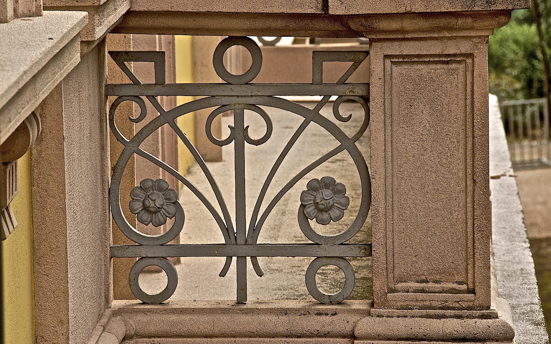 File particolare ringhiere balconi in ferro battuto in stile wikimedia commons - Stile liberty mobili ...