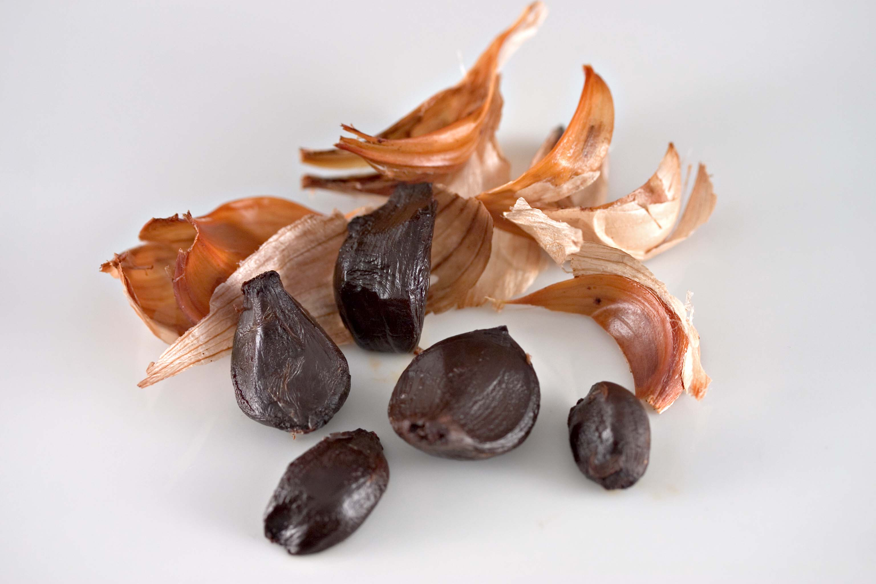 Archivo:Peeled Black Garlic.jpg - Wikipedia, la enciclopedia libre