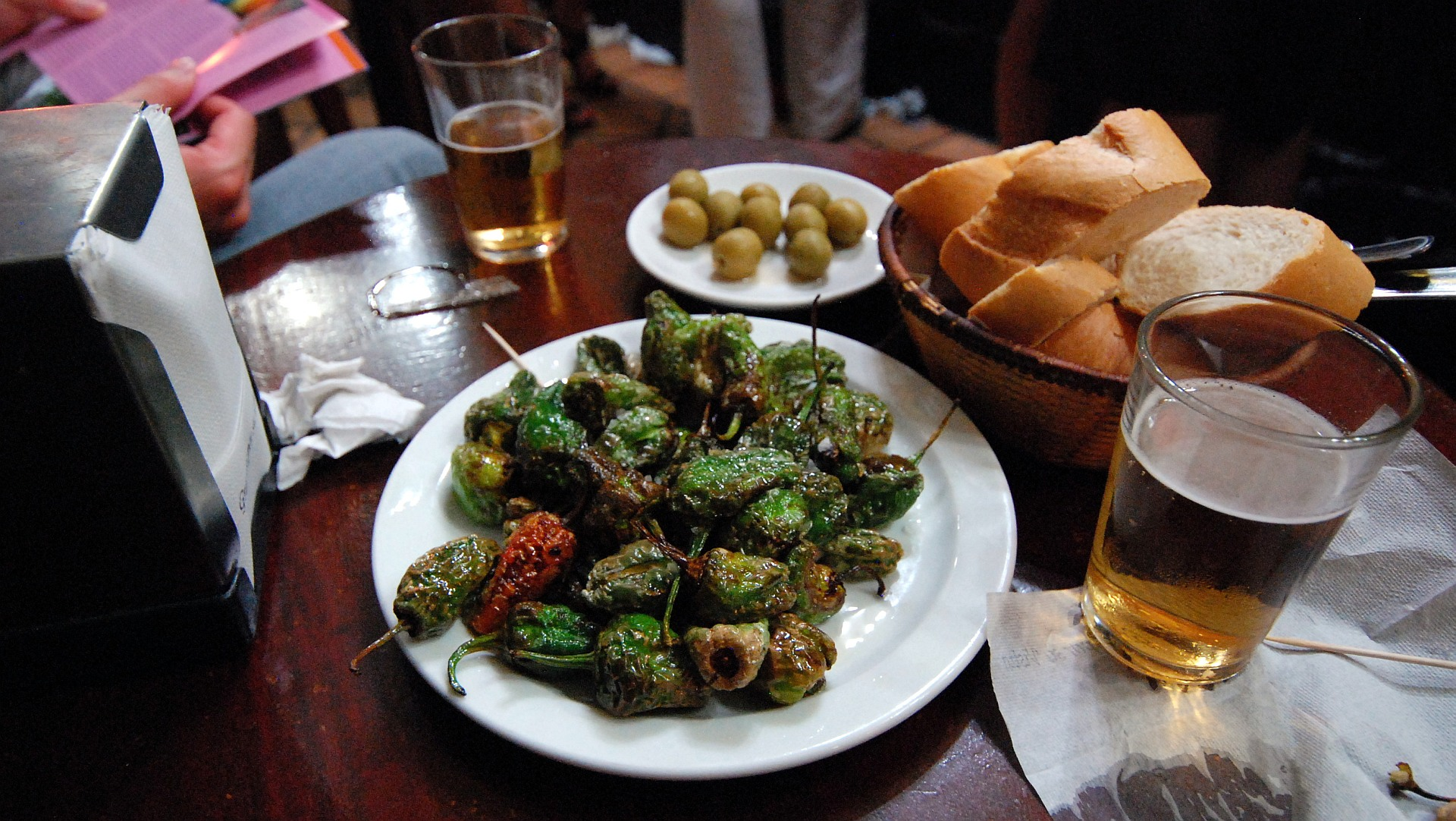 File:Pimientos de Padrón Madrid 2010 0709.jpg - Wikipedia, the free ...