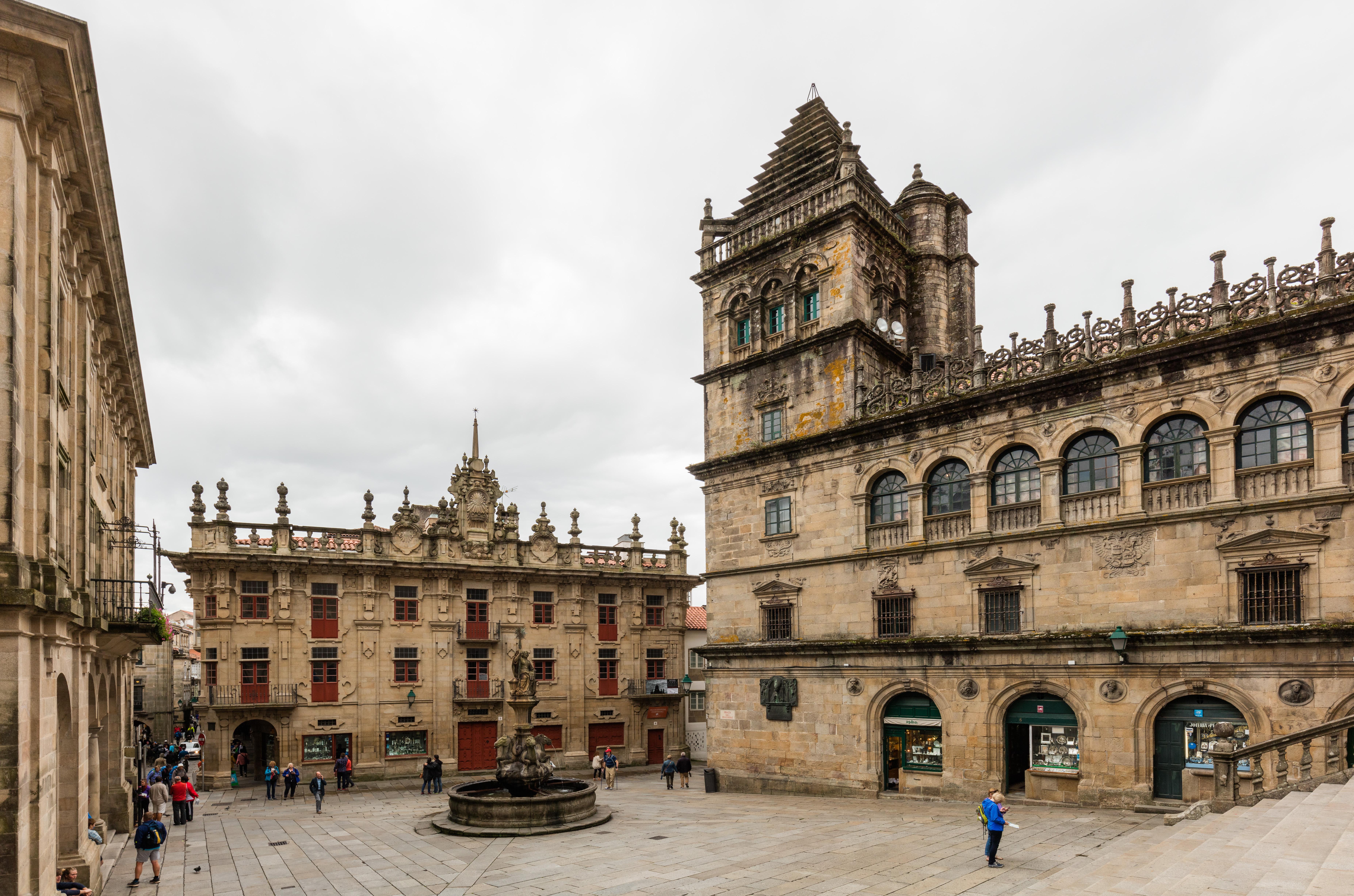 File:Plaza de las Platerías, Santiago de Compostela ...