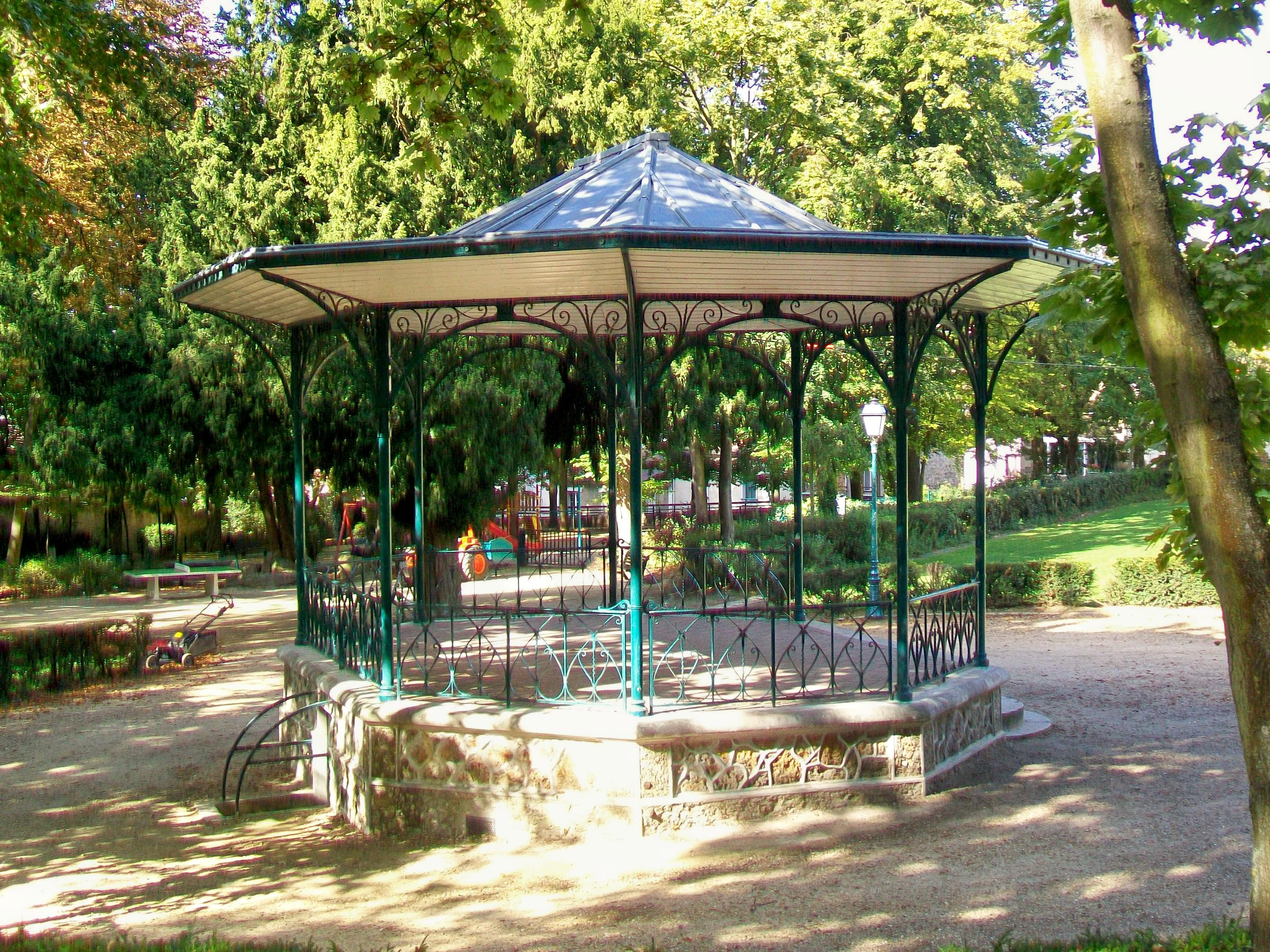 File pontoise 95 jardin de la ville kiosque musique for Piscine rue de pontoise