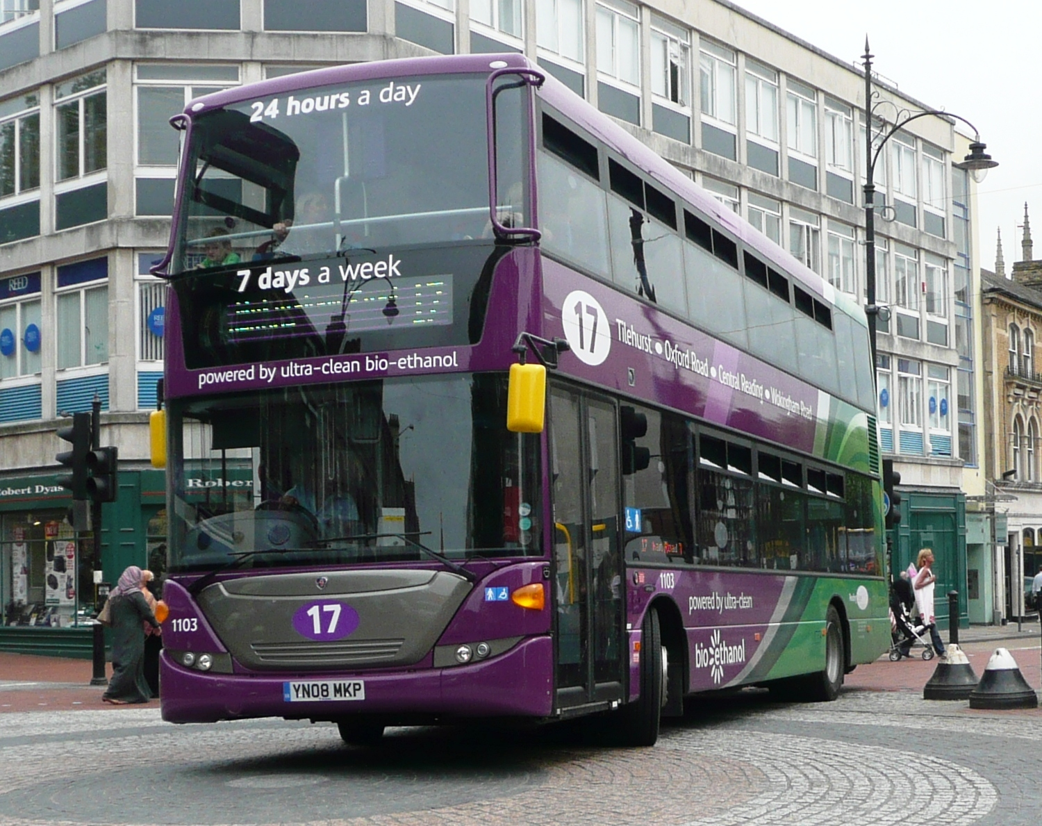 No. 17 bus running on bio-ethanol, photo by Arriva436