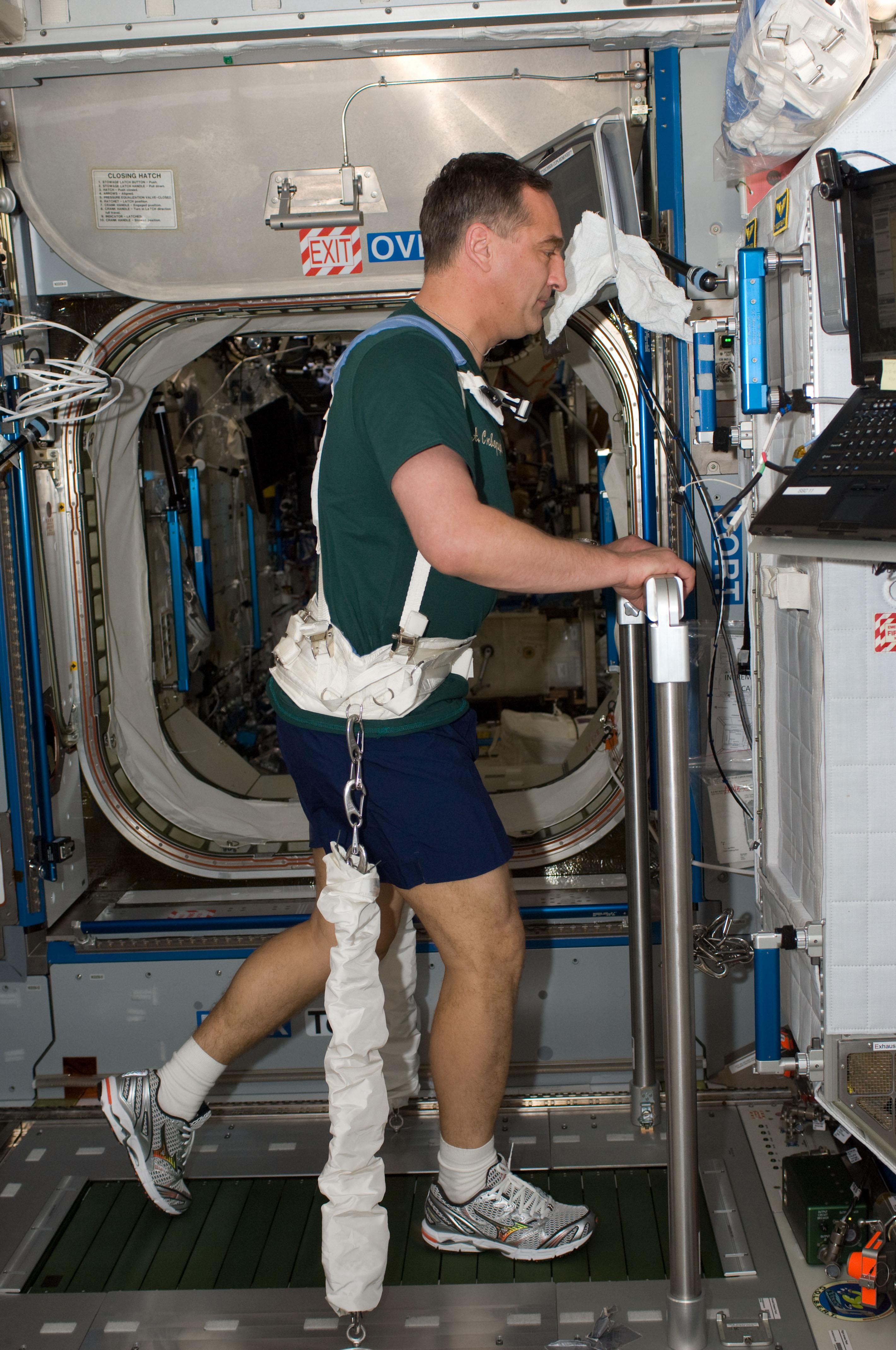 astronaut treadmill workout - photo #2