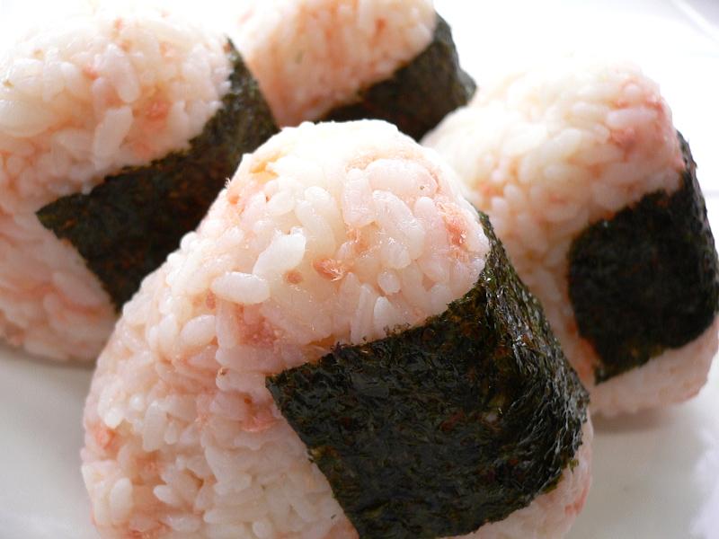 Salmon onigiri by yomi955