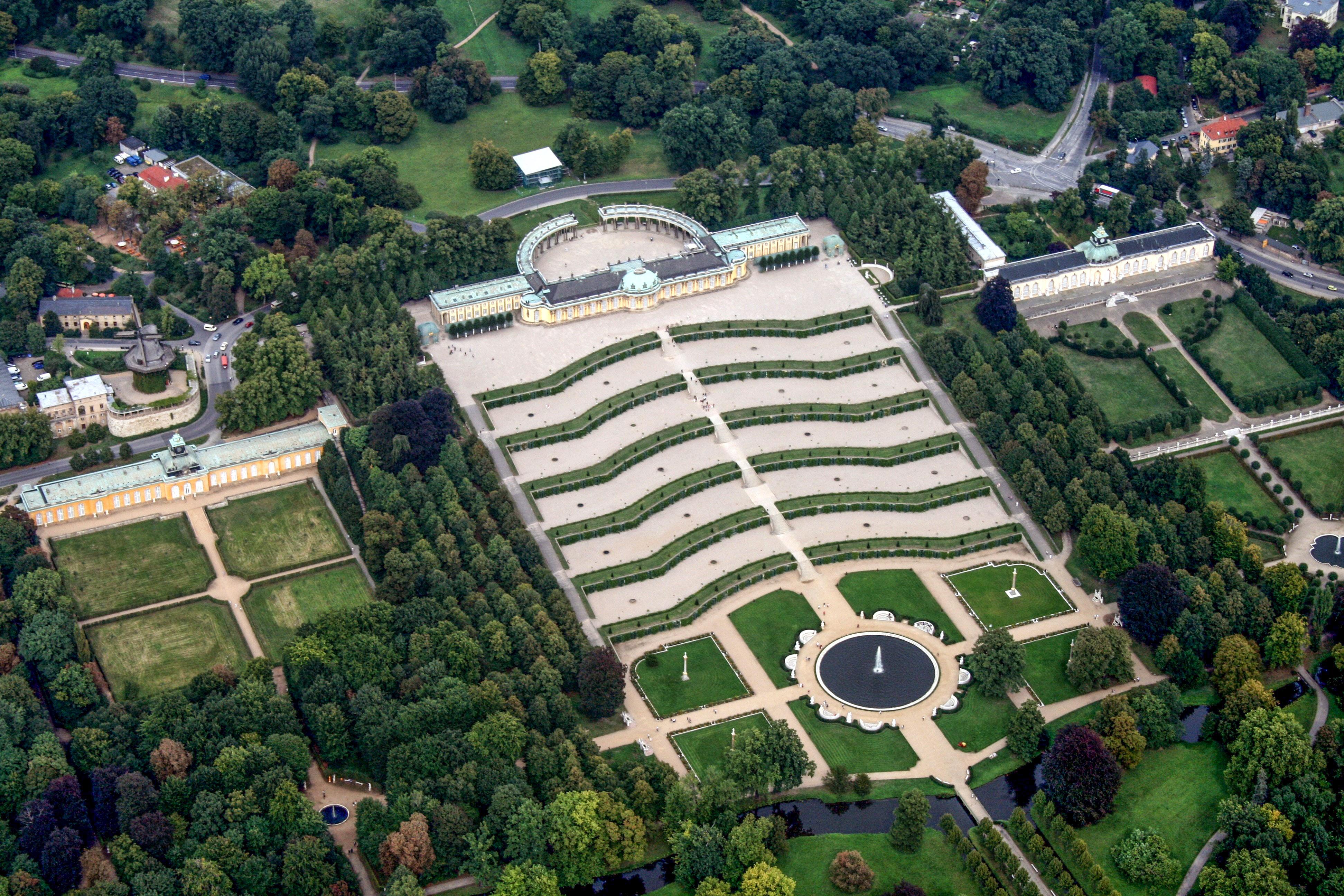 Schloss Sanssouci (Luftaufnahme) / Quelle: Wikipedia (© 2008 Sven Scharr