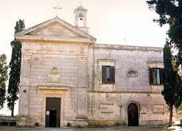 https://upload.wikimedia.org/wikipedia/commons/1/1c/Santuariomadonnadelbelvederecarovigno.jpg
