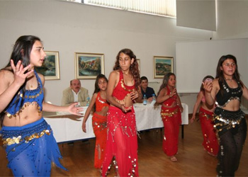 file slovenian roma girls jpg wikimedia commons