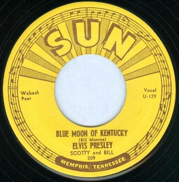 Disco de vinilo con el tema «Blue Moon of Kentucky», grabado por Elvis en 1954 bajo el sello Sun Records.
