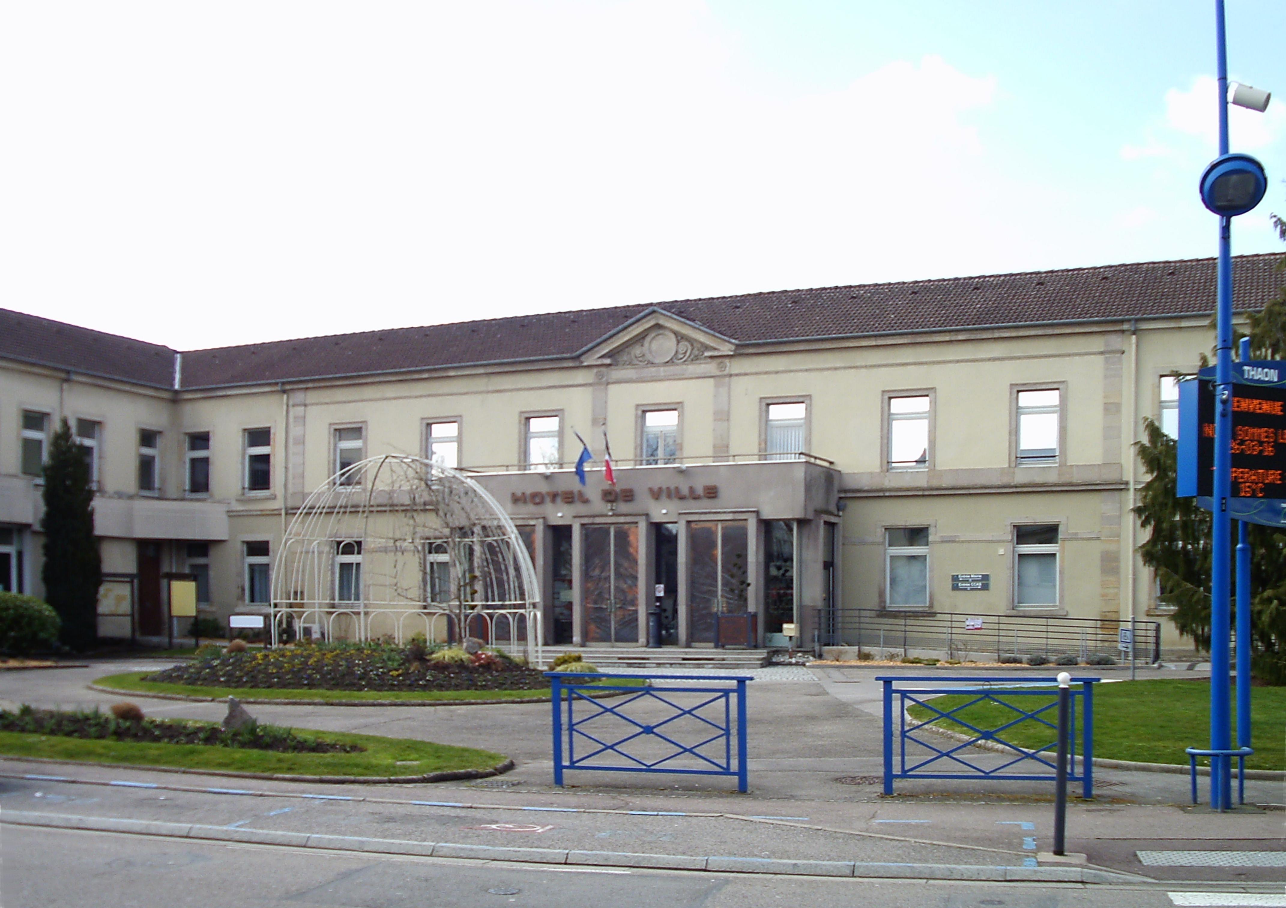 File thaon les vosges h tel de wikimedia commons for Hotel piscine vosges