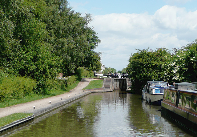 The Coventry Canal at Tamworth, Staffordshire - geograph.org.uk - 1162355