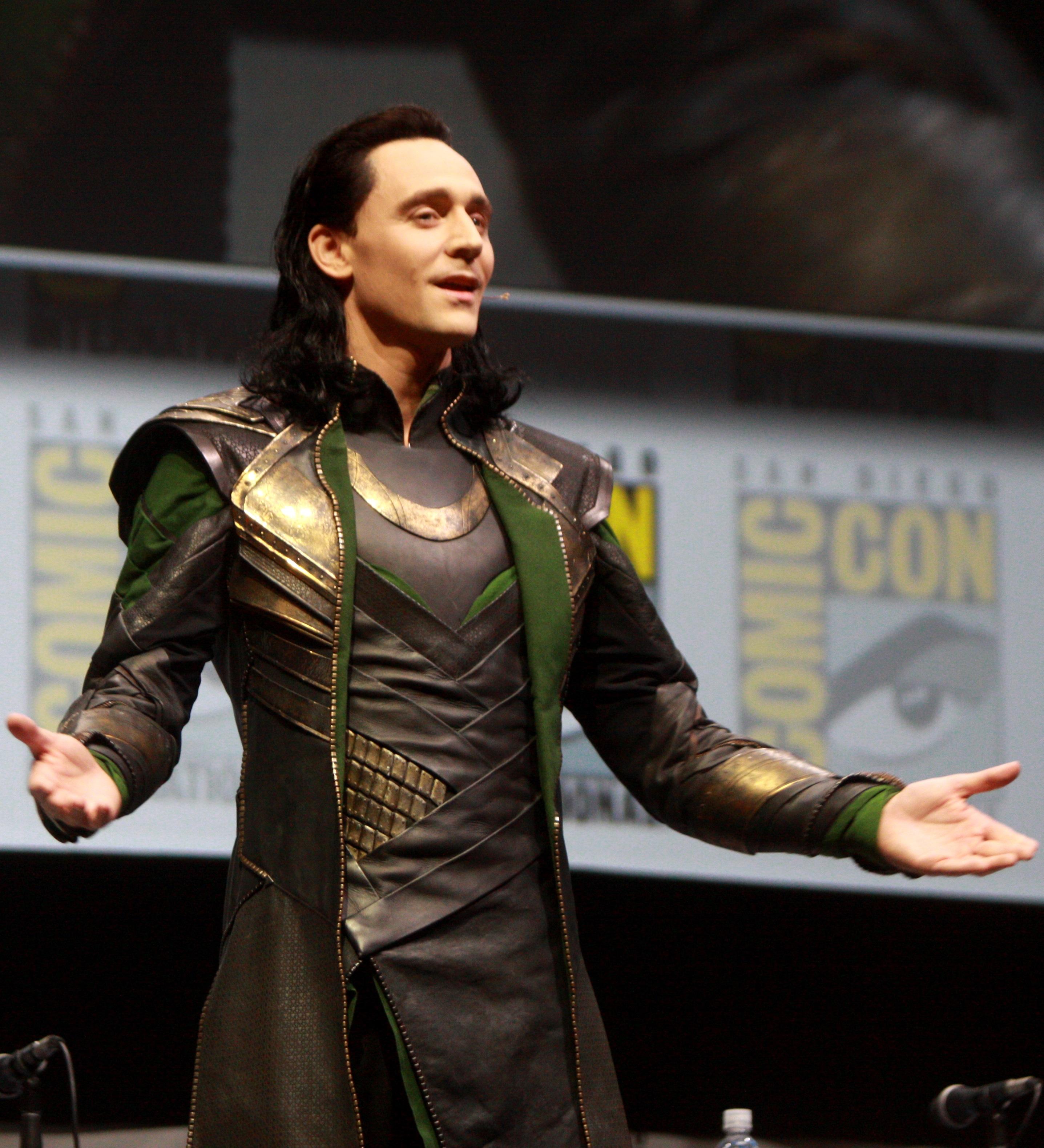 Tom_Hiddleston,_Loki_(4-c).jpg