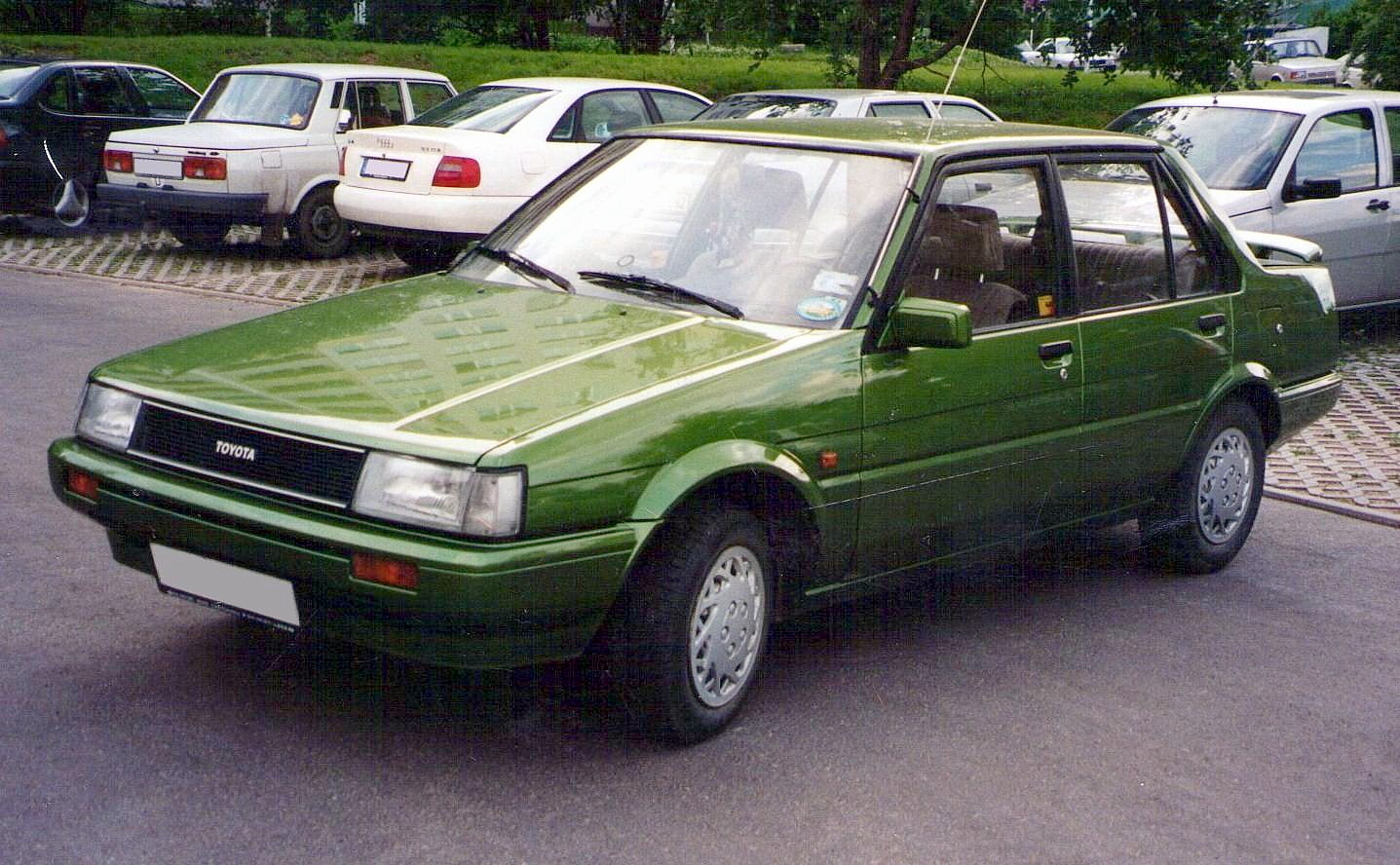 File Toyota Corolla E80 Saloon Germany Jpg Wikimedia