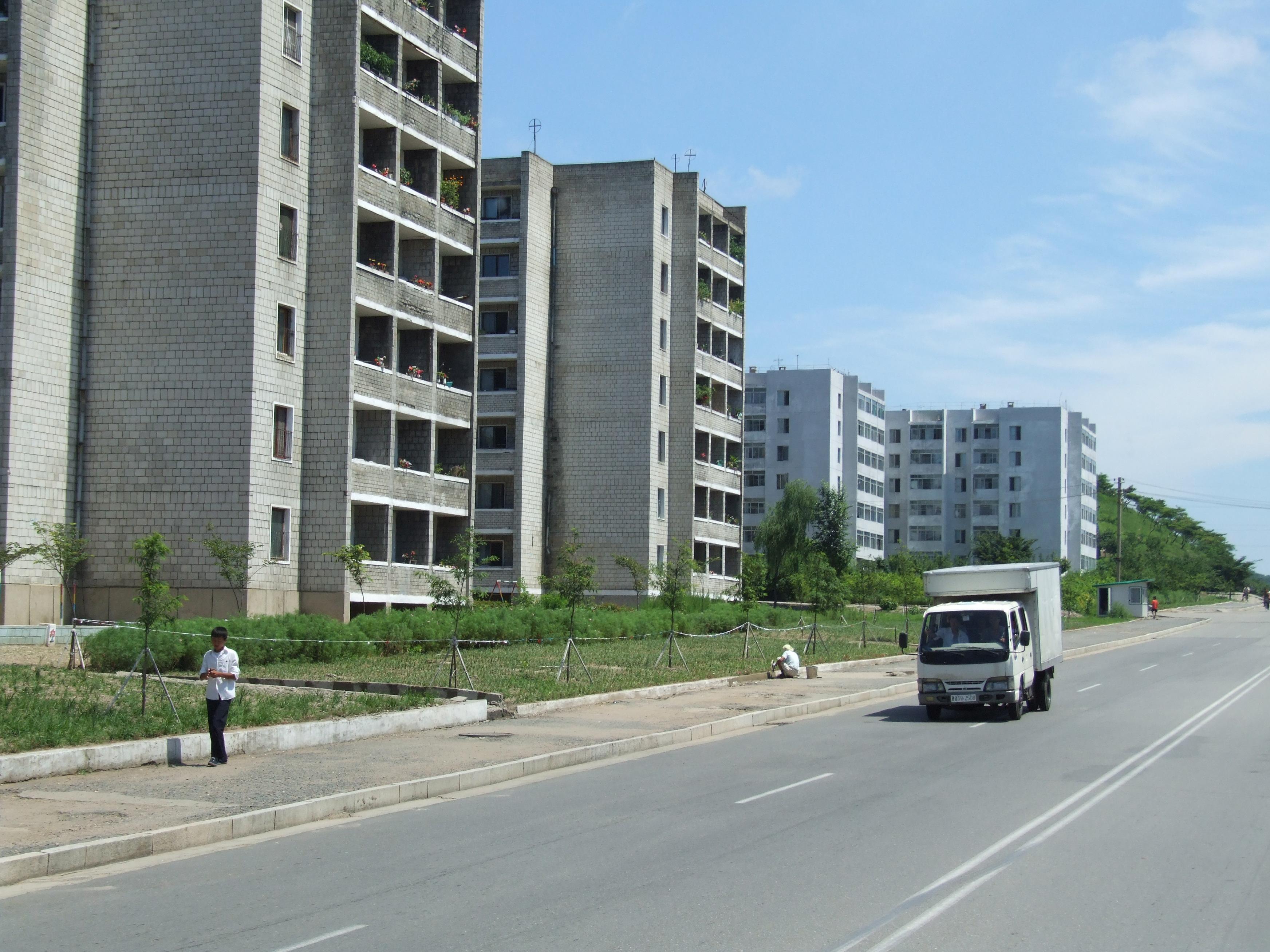 File:Verkehr in Nordkorea 07.JPG - Wikimedia Commons