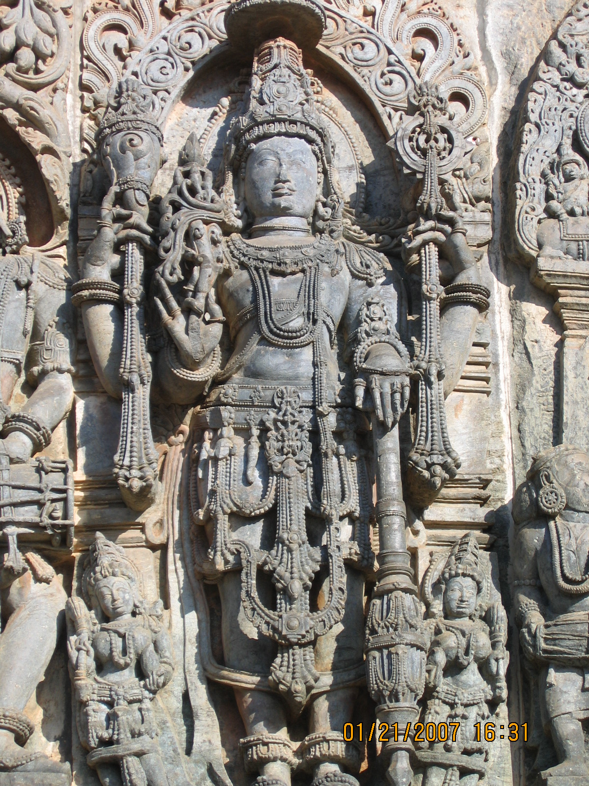 Vishnu relief sculpture Kedareshwara temple at Halebidu