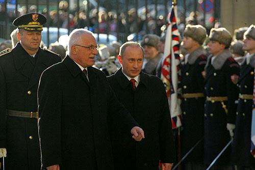 Soubor:Vladimir Putin in the Czech Republic 1-2 March 2006-2.jpg