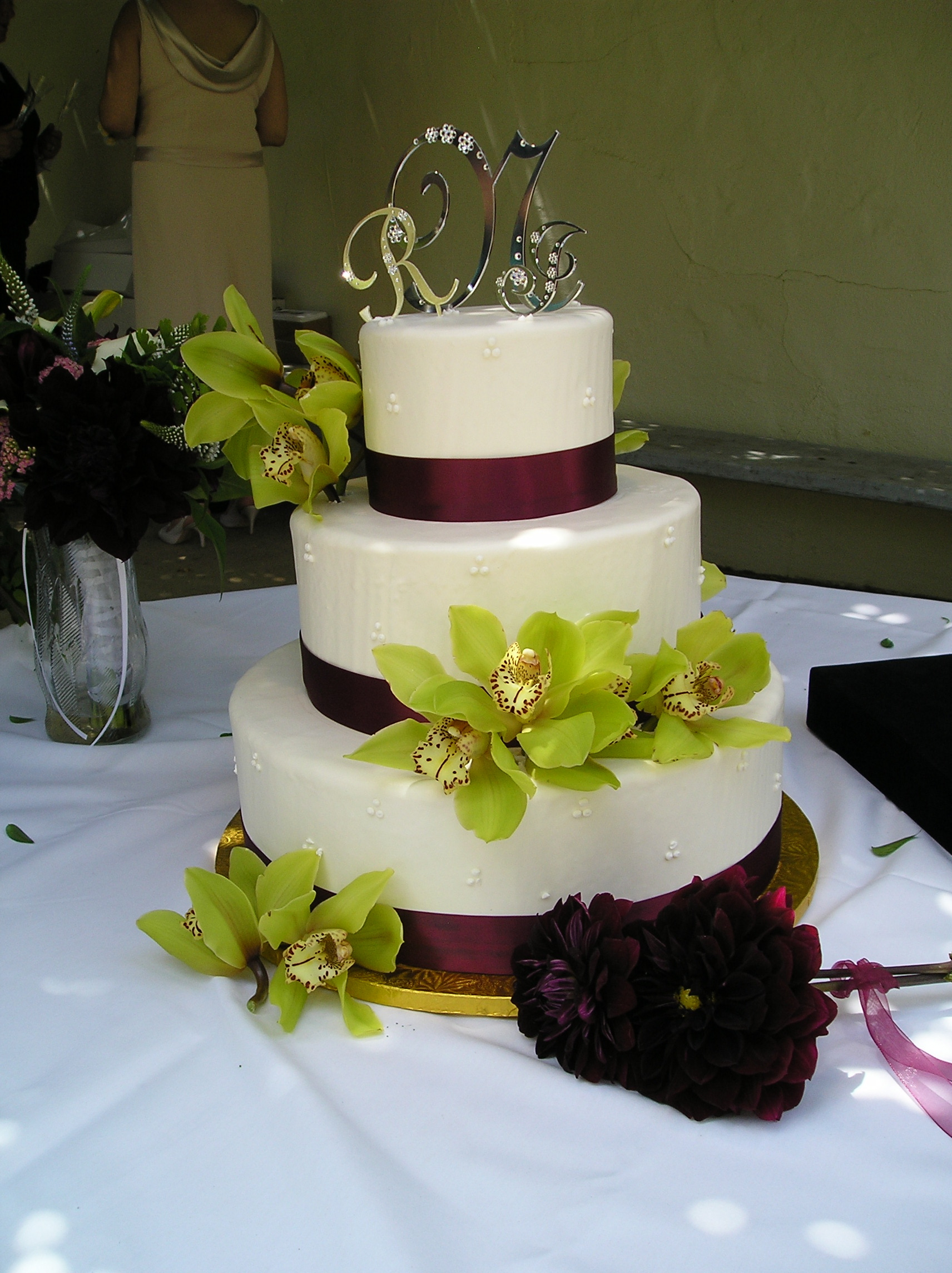 Cake Decoration Wedding : File:Wedding cake with green floral decoration, 2006.jpg