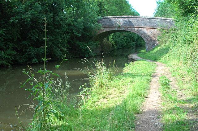 Worcester and Birmingham Canal - Hadzor Bridge - geograph.org.uk - 1373400